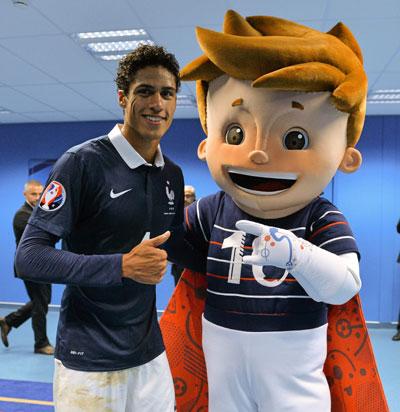 Blog-UEFA Mascot-with-Raphael Varane